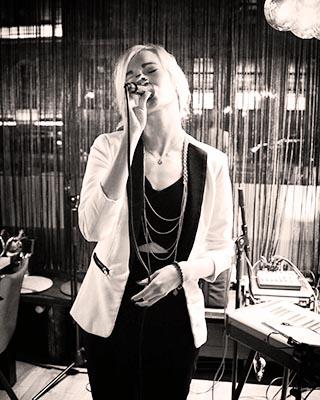 live-sängerin-münchen-julia-hofstetter-tonestylers